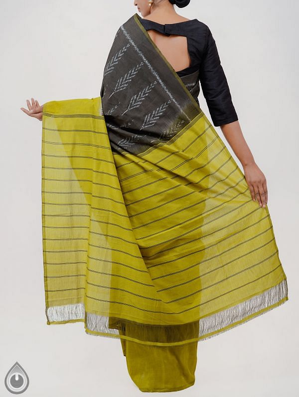 Grey Pure Handloom pochampally Ikat Cotton Saree With Intricate Designs-UNT043