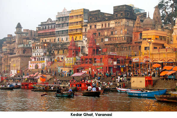Kedar Ghat is where one can have a dip in the holy Ganges river. The linga at the temple here is a swayambu and the energy here is very palpable.
