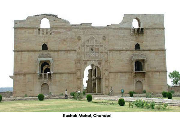 oshak Mahal was built by Mahmud Khilji of Malwa in 1445 AD. This monument was built in Chanderi as a victory monument.