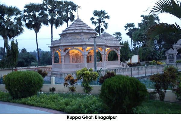 Kuppa Ghat is a cave near the river bank rendered famous and immortalized by Maharshi Mehi Paramhans and whose ashram is located there.